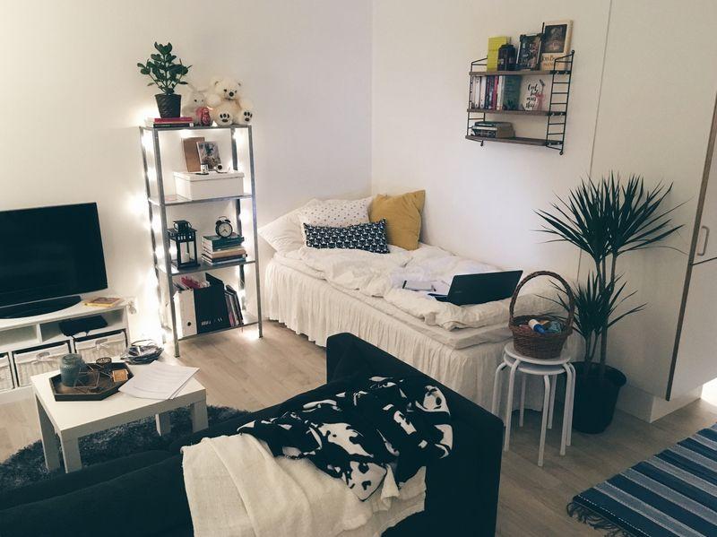 Möbler i en liten lägenhet.